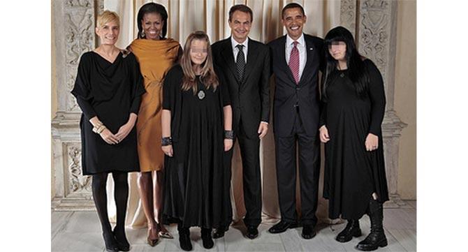 Imagen original de los Obama y la familia de Zapatero
