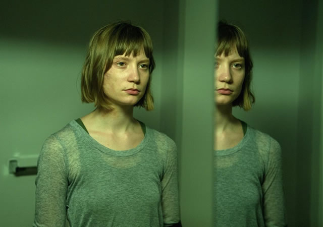 maps-to-the-stars-picture-wasikowska-04142014-101210