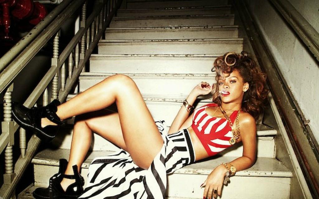 Lovely-Rihanna-Wallpaper-rihanna-27194336-1280-800