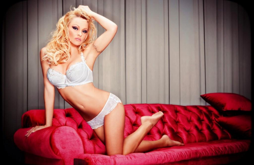 La actriz estadounidense Pamela Anderson promociona la nueva colección 2011 de la firma Bonita de Mas. La actriz estadounidense Pamela Anderson promociona la nueva coleccin 2011 de la firma Bonita de Mas.
