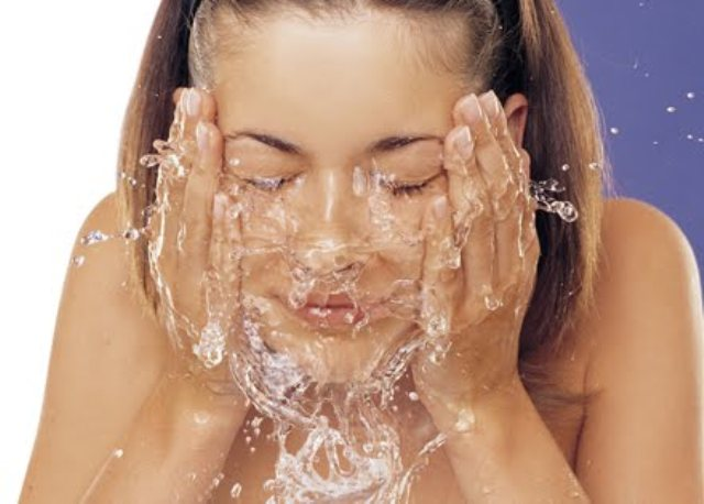 lavas-la-cara-con-vinagre