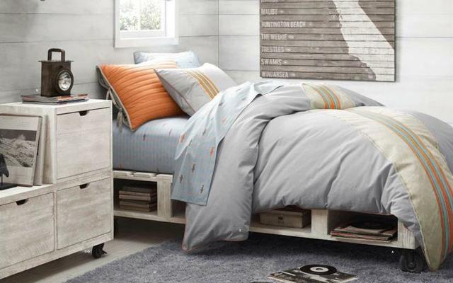 Dormitorio low cost a base de palets malatinta magazine - Dormitorios reciclados ...