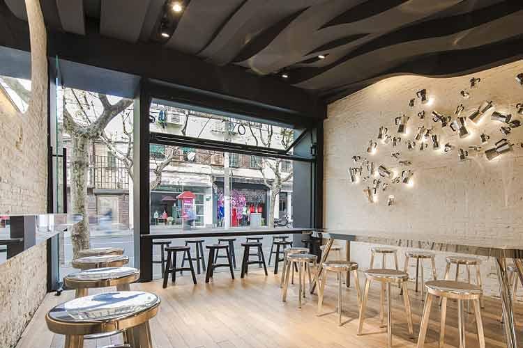cafeterias-diseno-contemporaneo-cafe-fumi-02-min