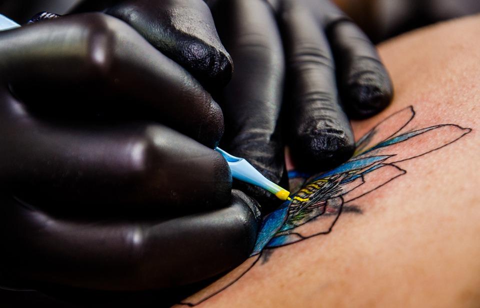 tattoo-artist-556036_960_720