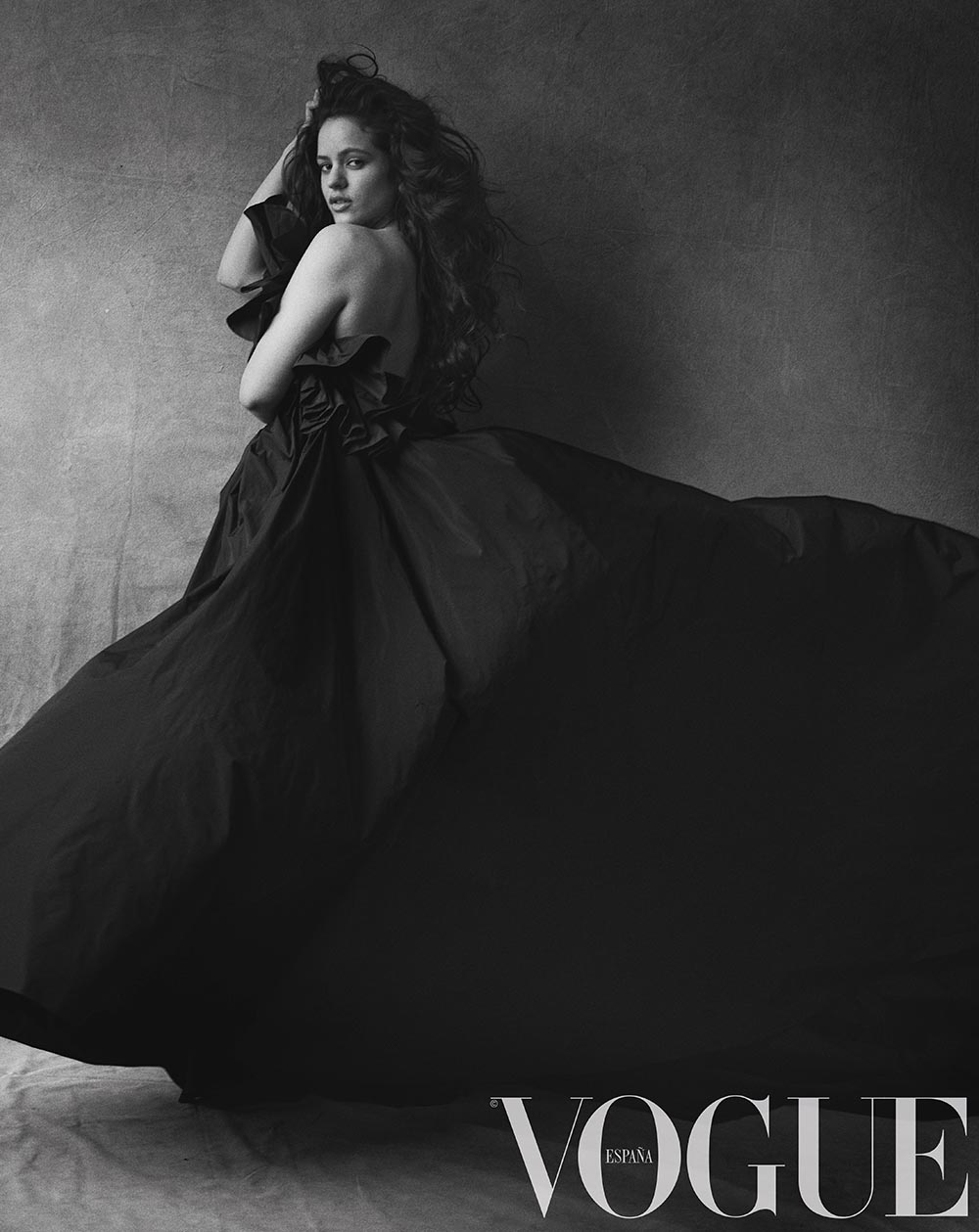 Vogue julio_Rosalía por Peter Lindbergh_vestido de The 2nd Skin Co